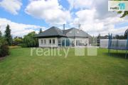 Krásný dům 6+kk, 300 m2, pozemek 1261 m2, krytý bazén, krásná zahrada, Praha 4 Písnice